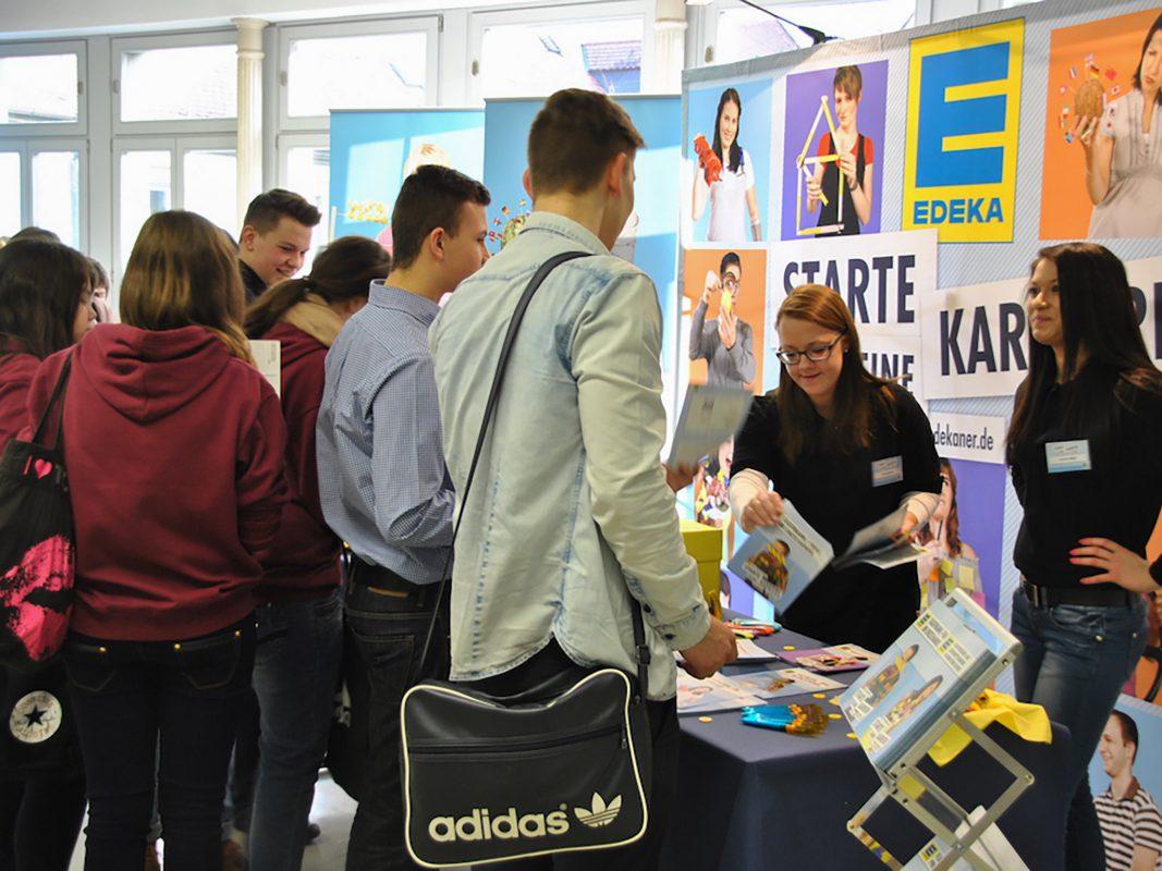 Die Berufsbörse in der Wirtschaftsschule Kitzingen. - Foto: Wirtschaftsschule Kitzingen