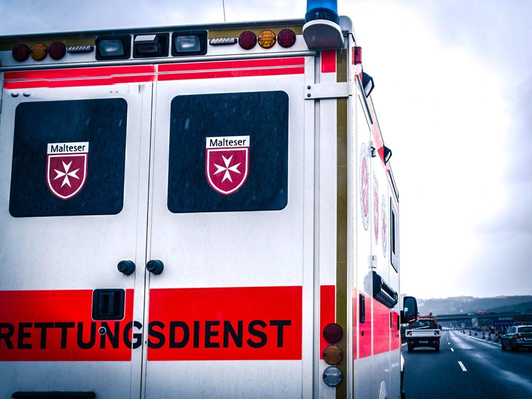 Rettungsdienst auf der Autobahn im Einsatz. Symbolfoto: Pascal Höfig