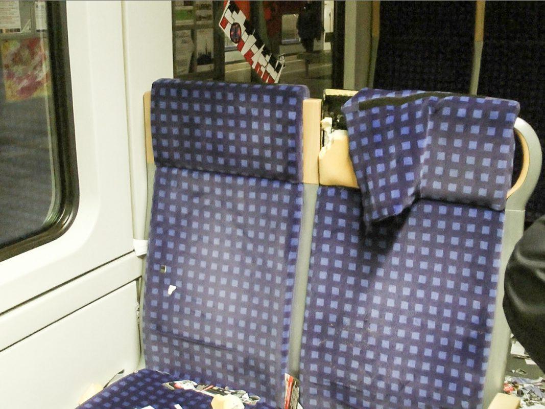 Einer der beschädigten Sitze in der Regionalbahn. Foto: Bundespolizei
