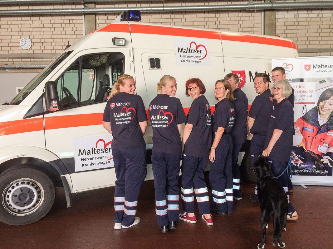 """Voller Freude und Motivation gehen die Malteser das Projekt """"Herzenswunsch-Krankenwagen"""" an. Foto: Christina Gold/Malteser"""