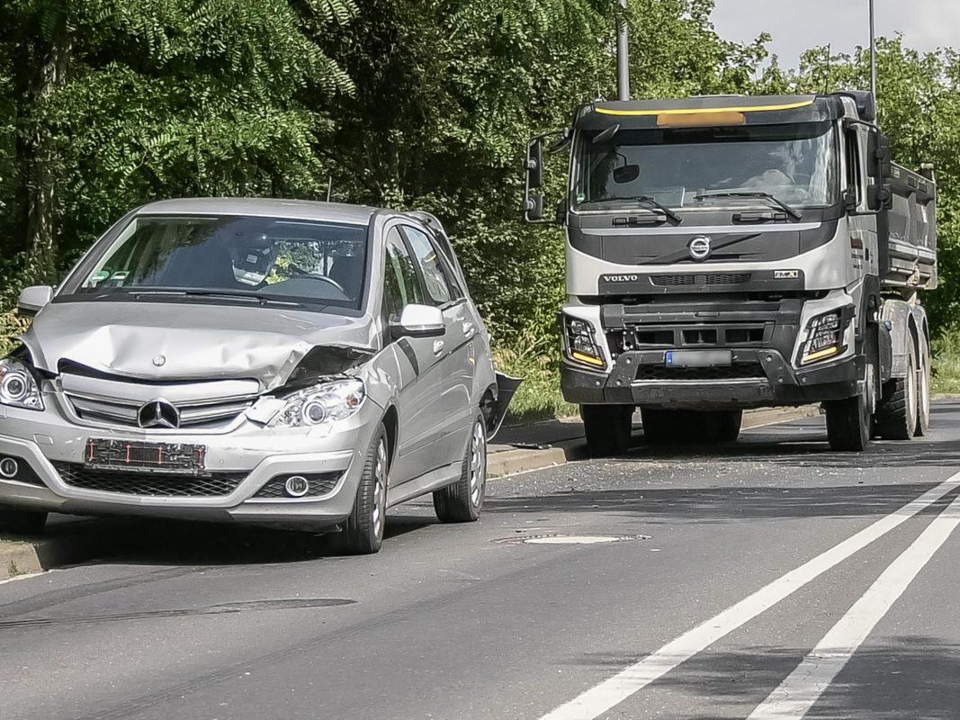 Drei Personen wurden bei dem Unfall leicht verletzt. Foto: Pascal Höfig
