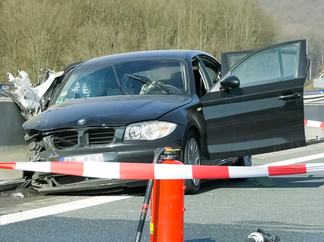 Im Fahrzeug konnte eine weibliche tote Person aufgefunden werden. Foto: Pascal Höfig