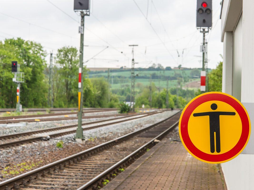 Im Gleisbereich besteht Lebensgefahr. Foto: Pascal Höfig