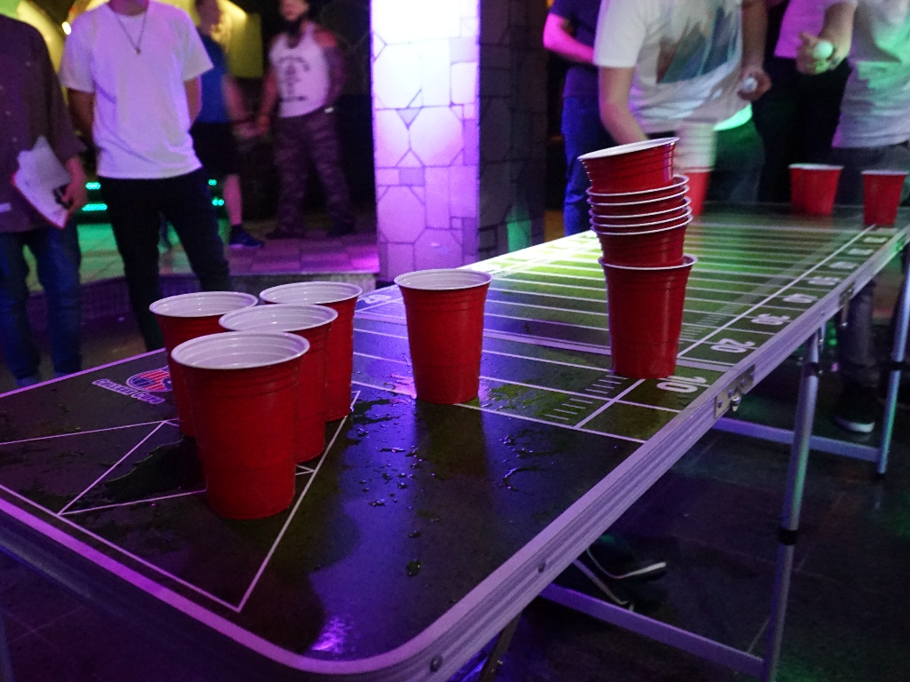 Beim Beer Pong Festival im Laby. Foto: Inka