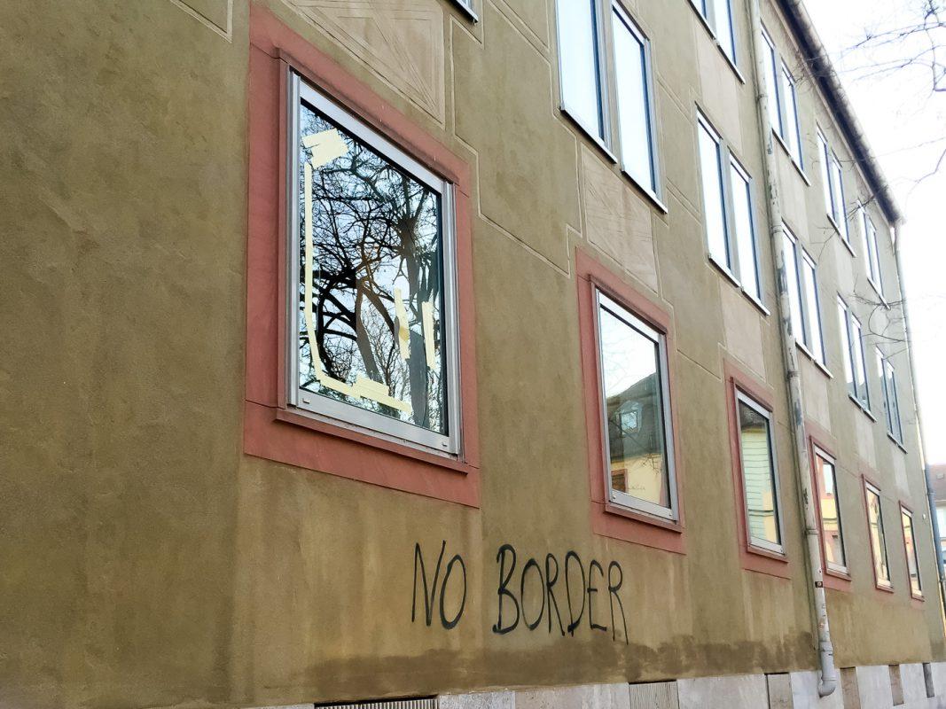Zwei Fensterscheiben wurden in der Stephanstraße eingeworfen - Foto: Pascal Höfig