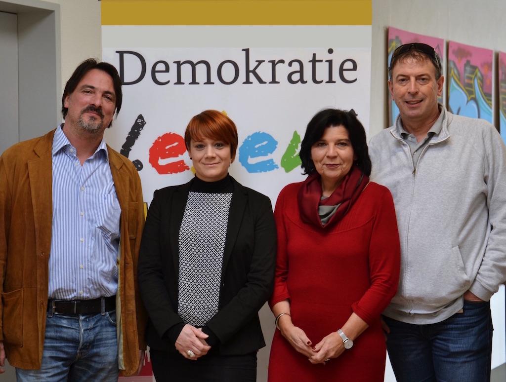 Markus Heim und Jenifer Gabel (Würzburger Bündnis für Zivilcourage), Christine Blum-Köhler und Lucas Wejda (Sozialreferat der Stadt Würzburg). - Foto: Demokratie-Leben-Würzburg