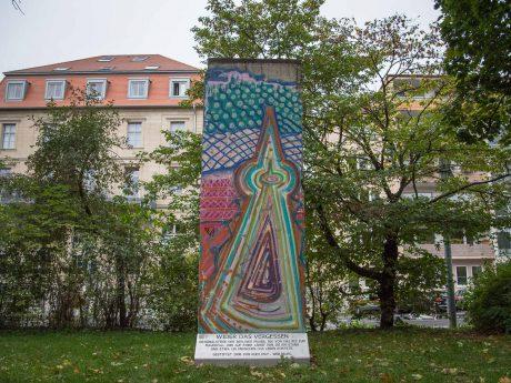 Denkmal am Berliner Platz: Stück der Berliner Mauer. Foto: Pascal Höfig