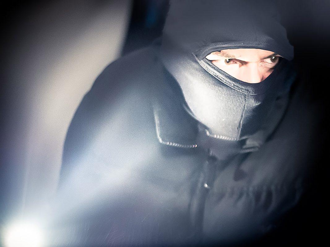 Einbrecher am Werk. Symbolfoto: Pascal Höfig