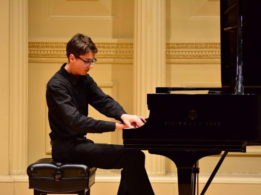 Der 16-jährige Evgeni Petrichev gibt sein Debüt - Foto: Ensemble Pizzicato