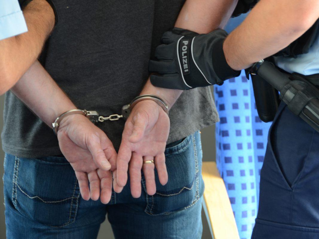 Festnahme durch Bundespolizisten - Symbolfoto: Bundespolizei
