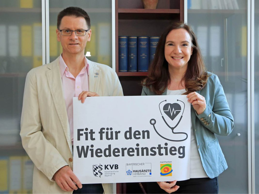 Dr. Christian Pfeiffer (KVB Unterfranken) und Theresia Oettle-Schnell (Region Mainfranken GmbH) bieten Unterstützung für alle, die in den Hausarztberuf zurückkehren möchten. Foto: Region Mainfranken GmbH/Merkl