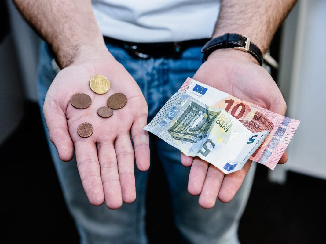 Geldscheine und Münzen. Symbolfoto: Pascal Höfig