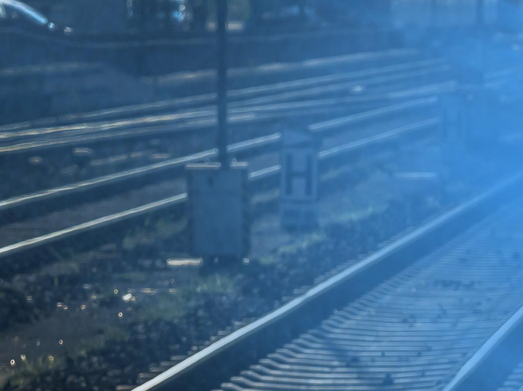 Polizei, Polizeiauto, Unfall, Verkehrsunfall, Symbolbild, Blaulicht, Bayern, Streifenwagen, Straße, Landstraße,  Polizeieinsatz, Einsatzfahrzeug, Polizeiwagen, Schienen, Zug, DB