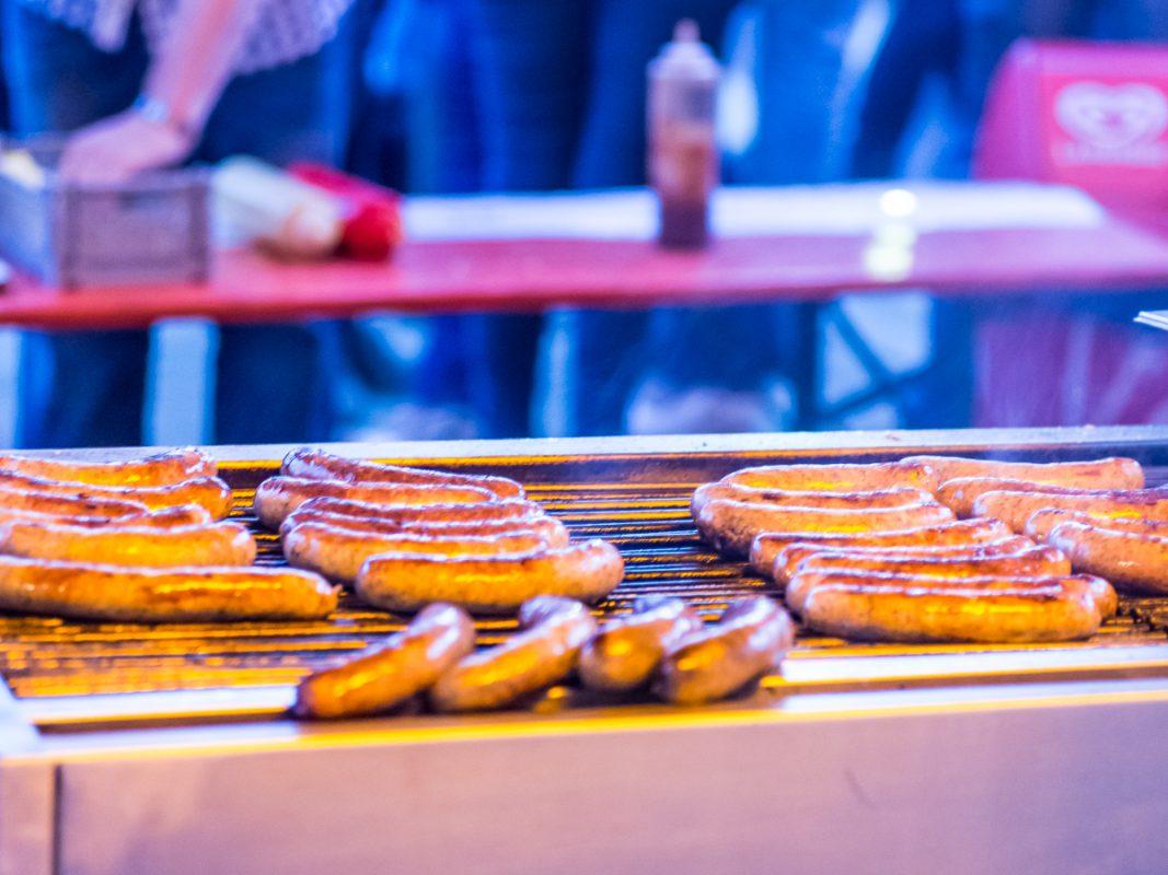 Bratwürschen auf dem Grill. Foto: Pascal Höfig