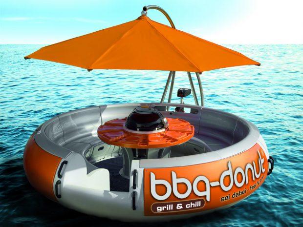 Grillen und gleichzeitig Bootfahren - originelle Idee! Foto: arthhink GmbH
