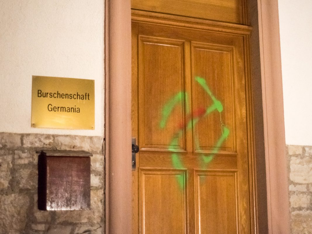 Erneut wurde die Außenfassade beschmiert - Foto: Pascal Höfig