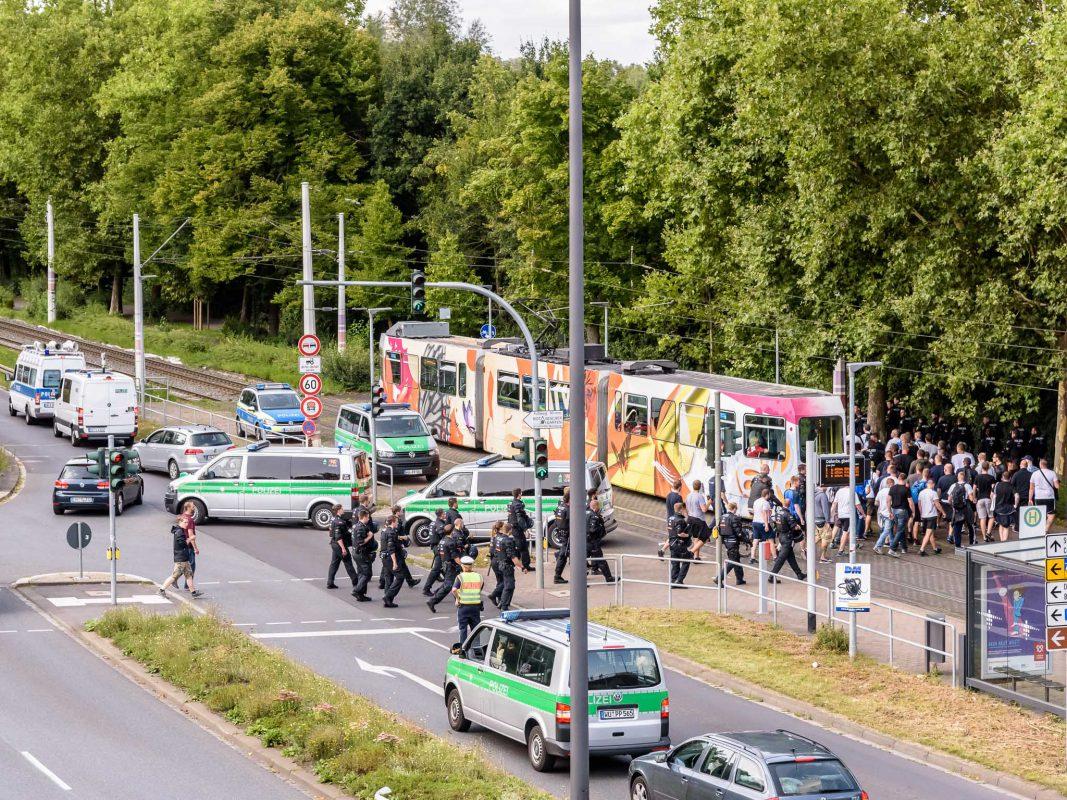 Großaufgebot der Polizei im Einsatz. Foto: Pascal Höfig