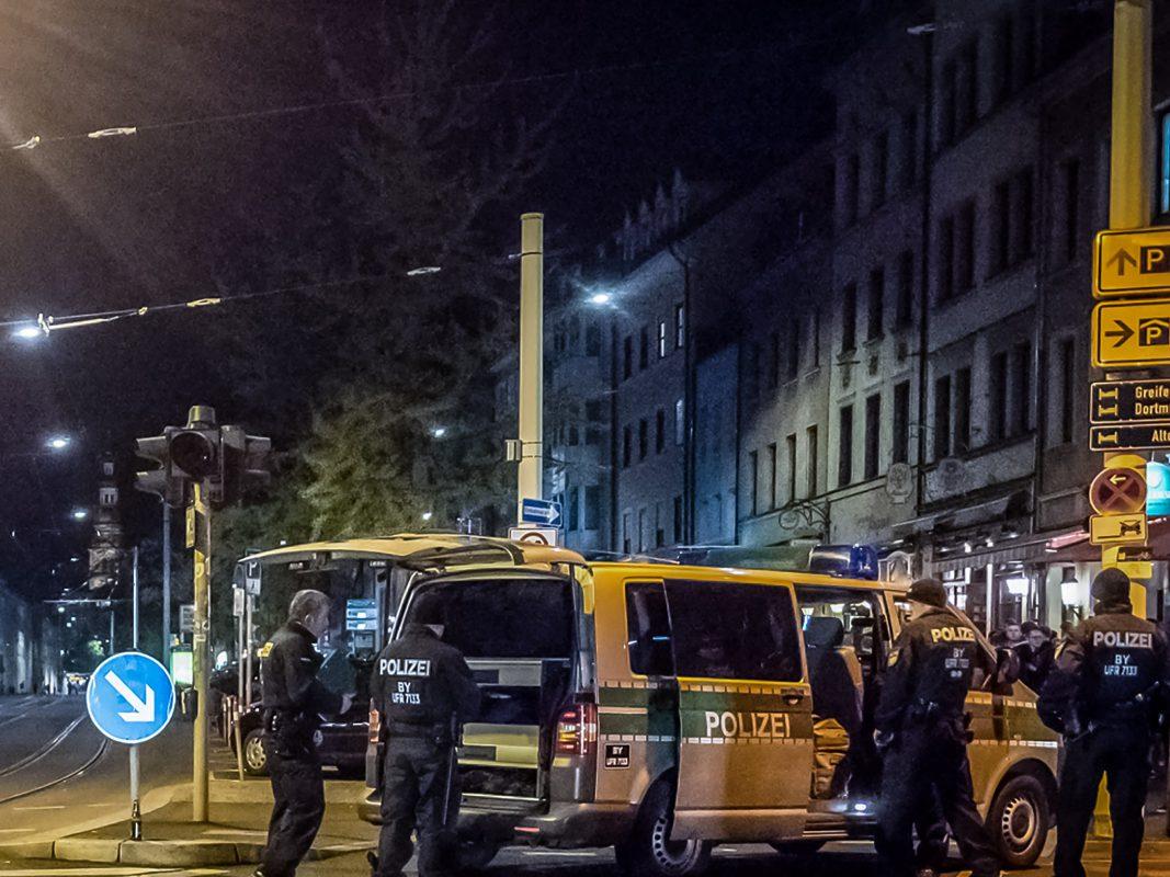 Massive Polizeipräsenz in der Innenstadt. Foto: Pascal Höfig