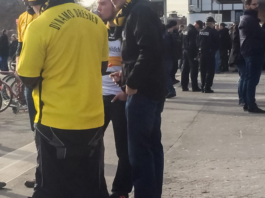 Dynamo-Fans am Bahnhof - Foto: Pascal Höfig