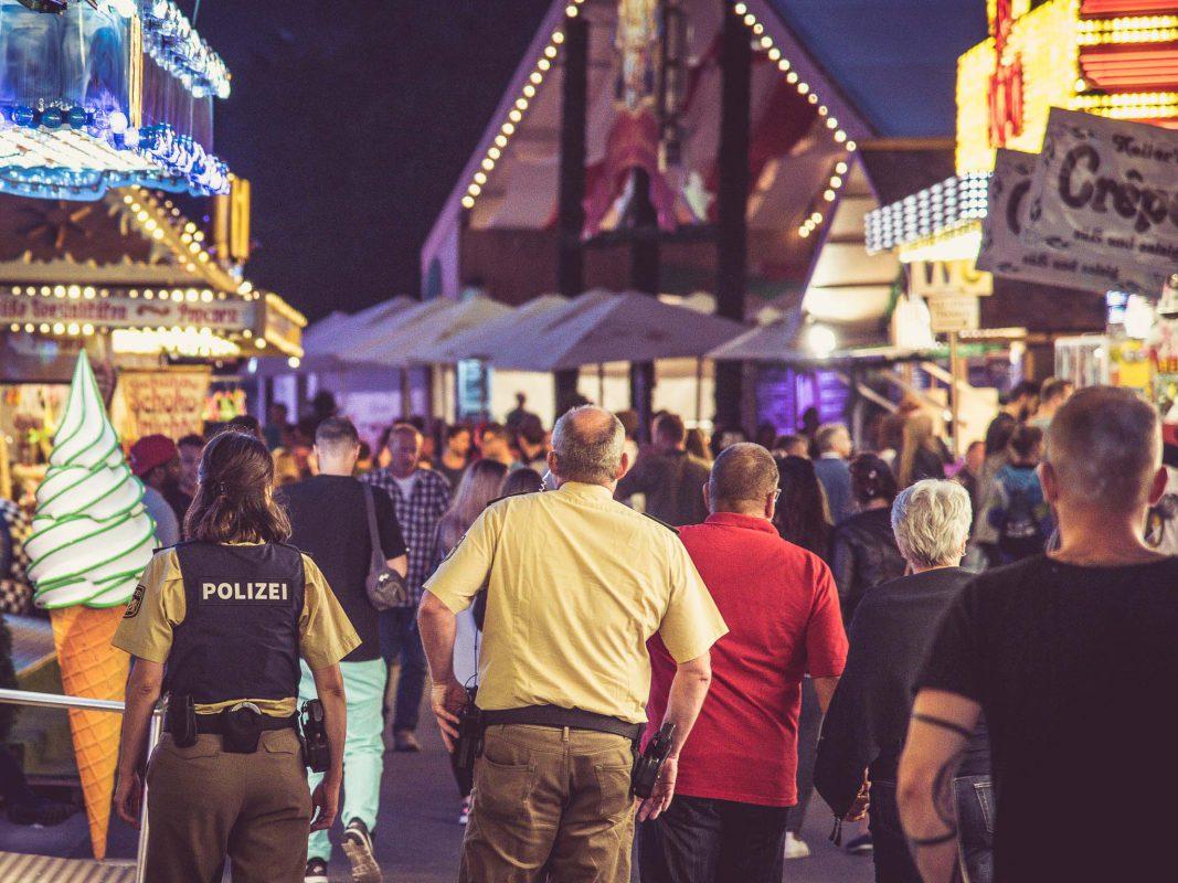 Polizei auf dem Kiliani Volksfest auf der Talavera in Würzburg. Foto: Pascal Höfig