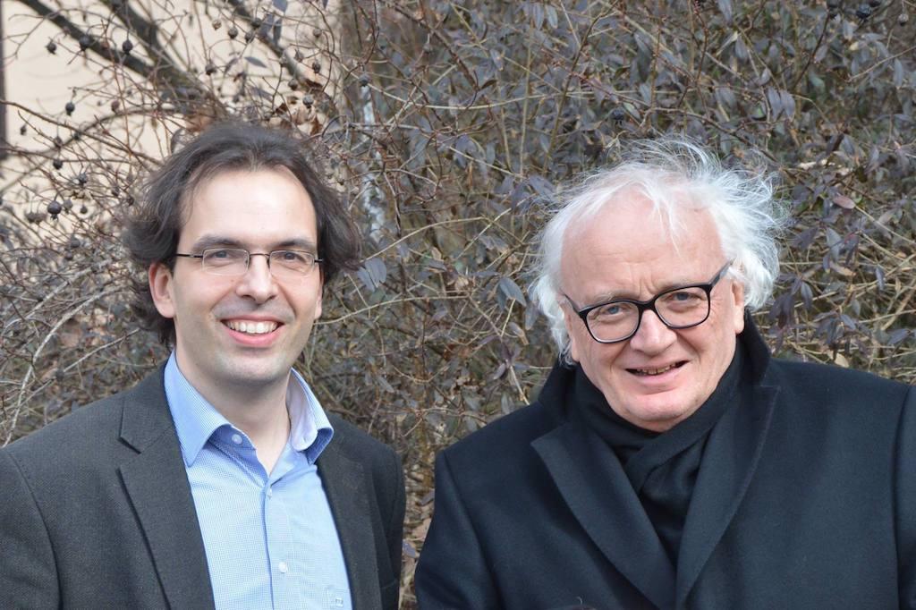 Der Komponist Wilfried Hiller (rechts) und der Dirigent Matthias Beckert (links). Foto: Monteverdichor Würzburg