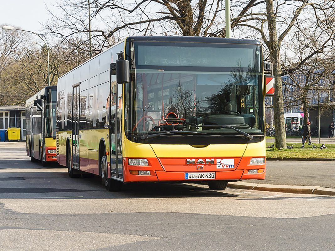 Linienbus der VVM am Busbahnhof Würzburg. Foto: Pascal Höfig