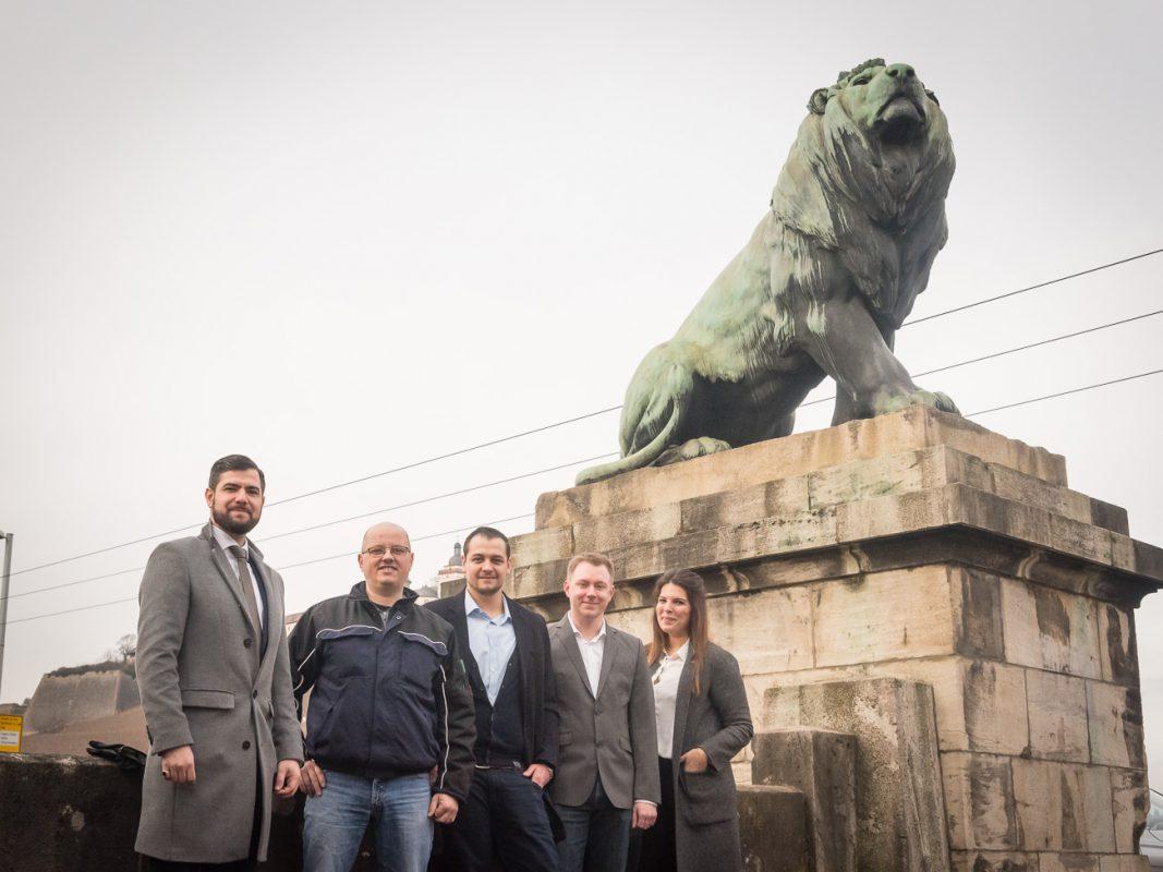 Die Gewinner der Brücke der Löwen zusammen mit Joav Ben Jakoow und Sabrin Khalfallah von Tropz. Foto: Pascal Höfig