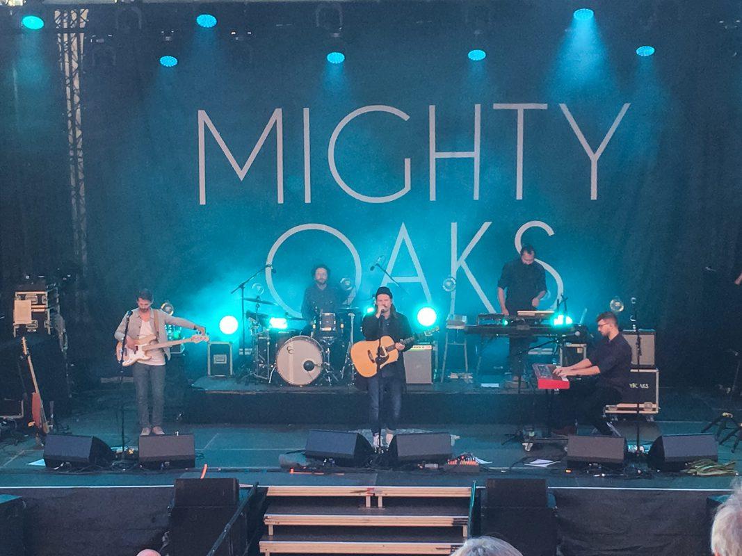 Die Mighty Oaks während ihrem Konzert beim Würzburger Hafensommer 2017. Foto: Frederik Löblein