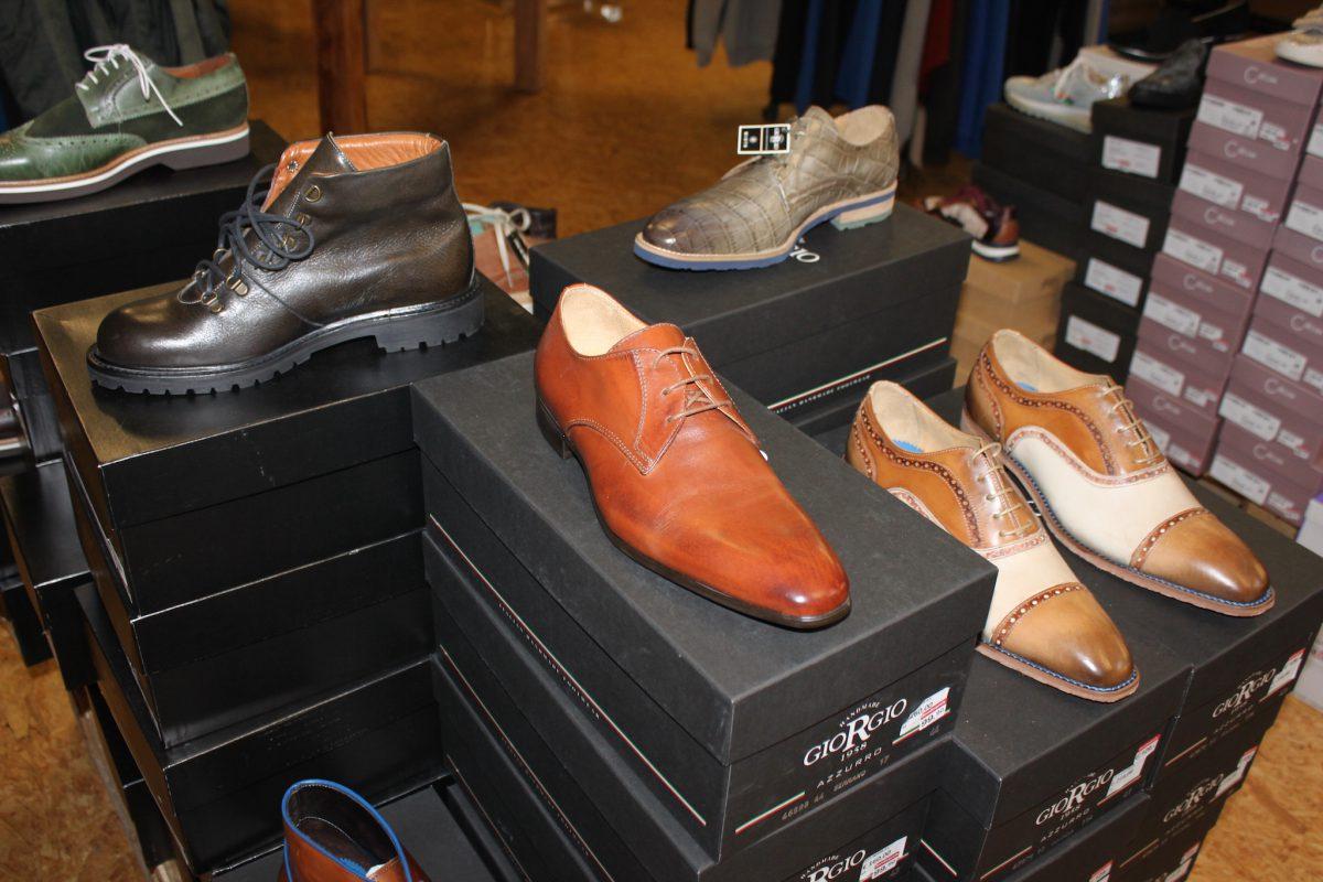 Schicke Schuhe – auch stilbewusste Männer werden fündig. Foto: MÖBEL SCHOTT