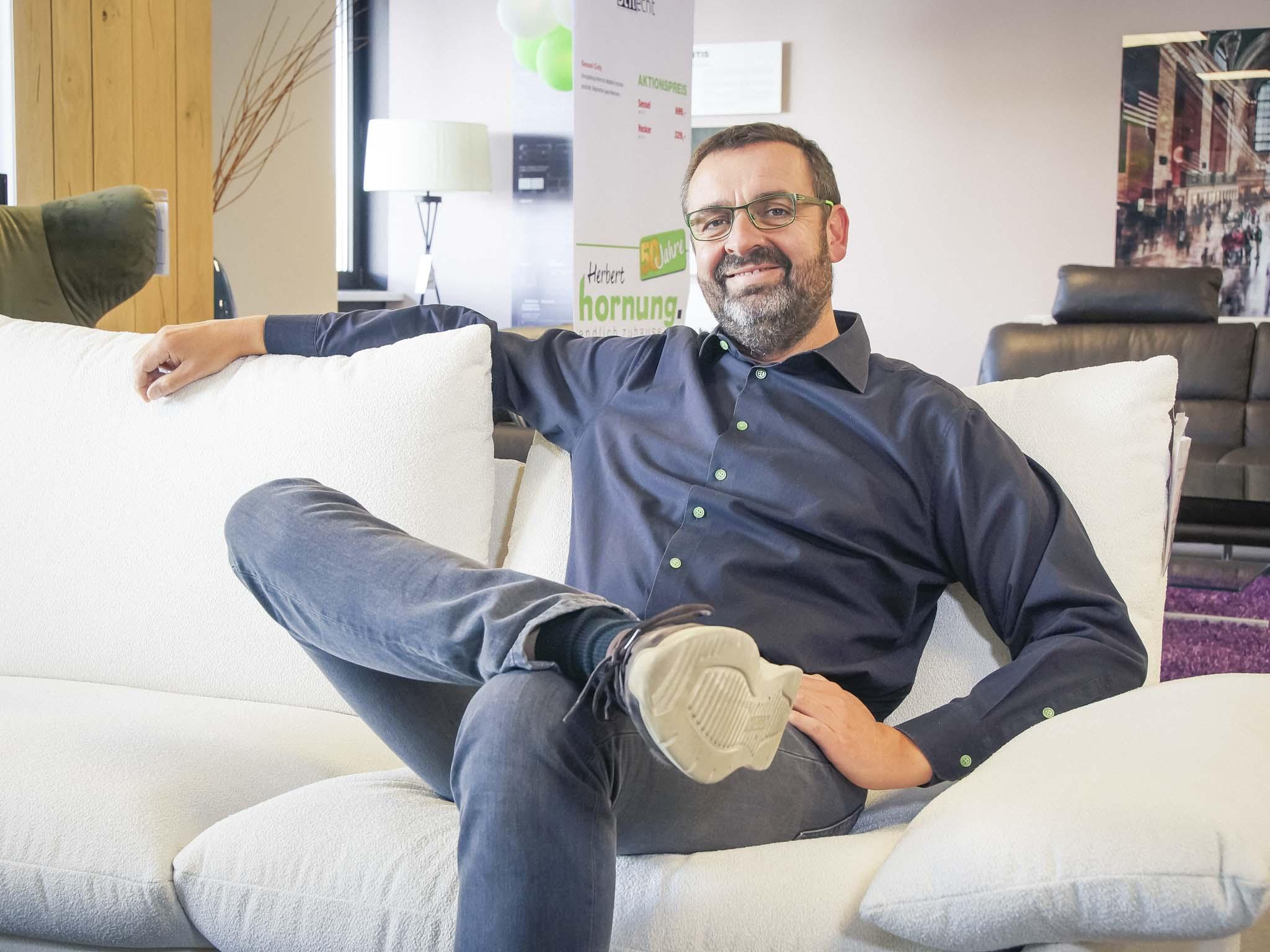 unser chef wird 50 geburtstags aktionen bei m bel hornung w rzburg erleben. Black Bedroom Furniture Sets. Home Design Ideas