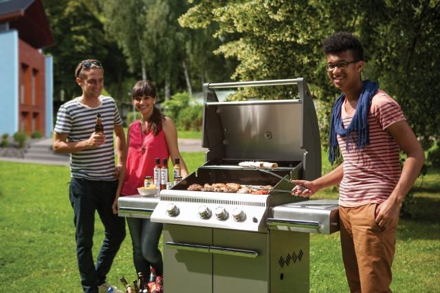 Grillen mit Freunden – geht noch besser mit einem tollen Grill vom Kaminofenstudio Greulich. Fotoquelle: Kaminofenstudio Greulich