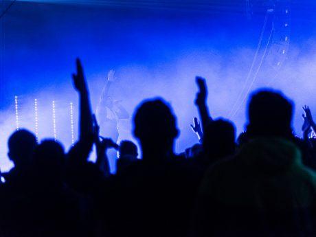 Party beim Konzert. Symbolfoto: Pascal Höfig