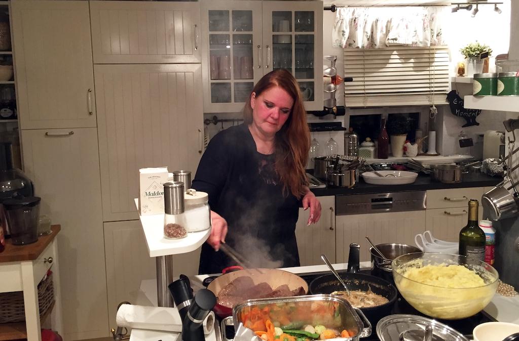 Das Perfekte Dinner: Gastgeberin Theresia. Foto: VOX / ITV Studios