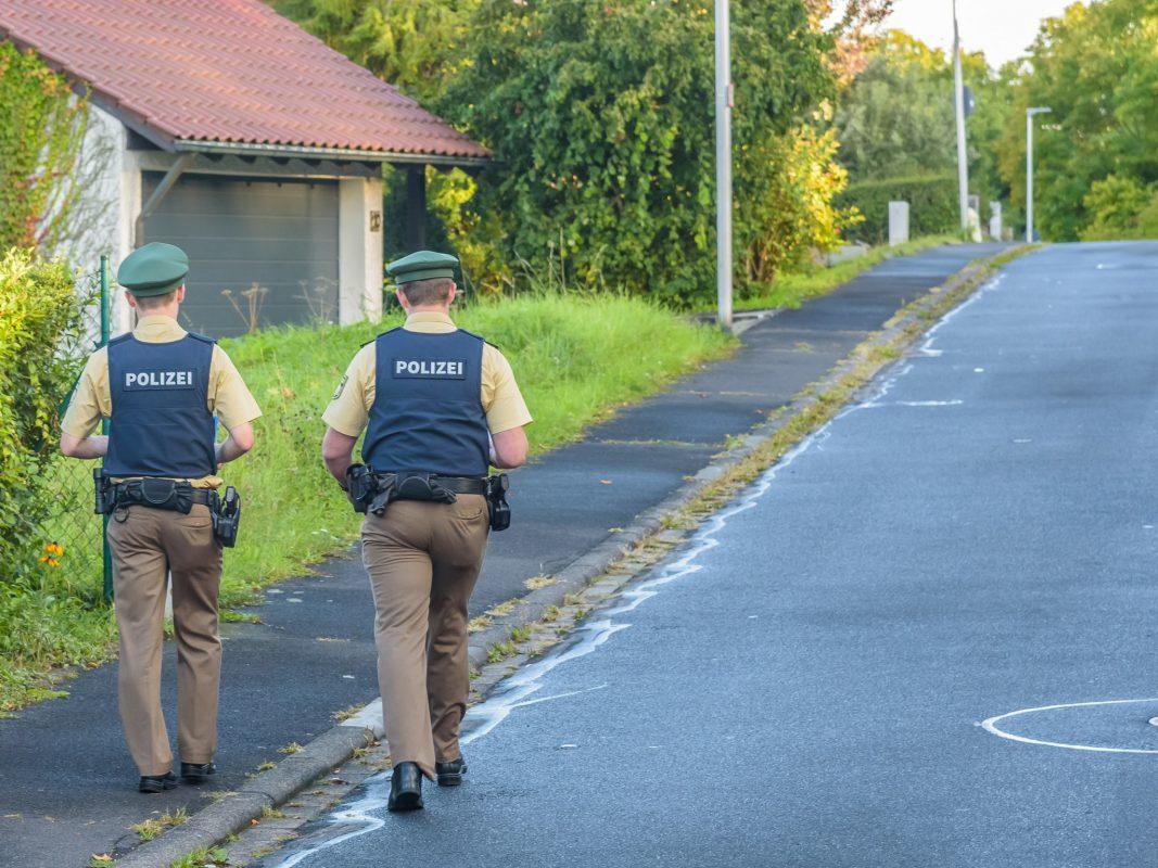 Anwohnerbefragung nach Sachbeschädigungen an Fahrzeugen in Margetshöchheim. Foto: Pascal Höfig