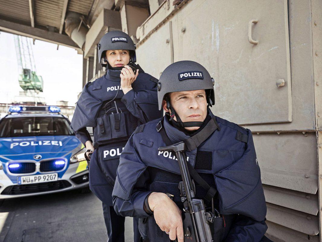 Hartballistische Schutzwesten und ballistische Helme. Foto: Polizei Bayern