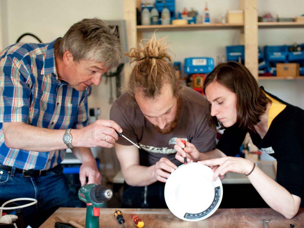 Gemeinsam wird repariert – Fotoquelle: Josephine Ersfeld