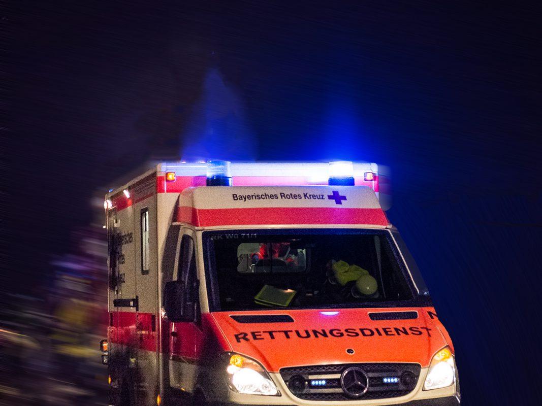 Rettungswagen im Einsatz - Symbolfoto: Pascal Höfig