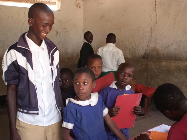 Gesundheitliche Untersuchung in der Schule von Ijinga. Foto: Jochen Hövekenmeier