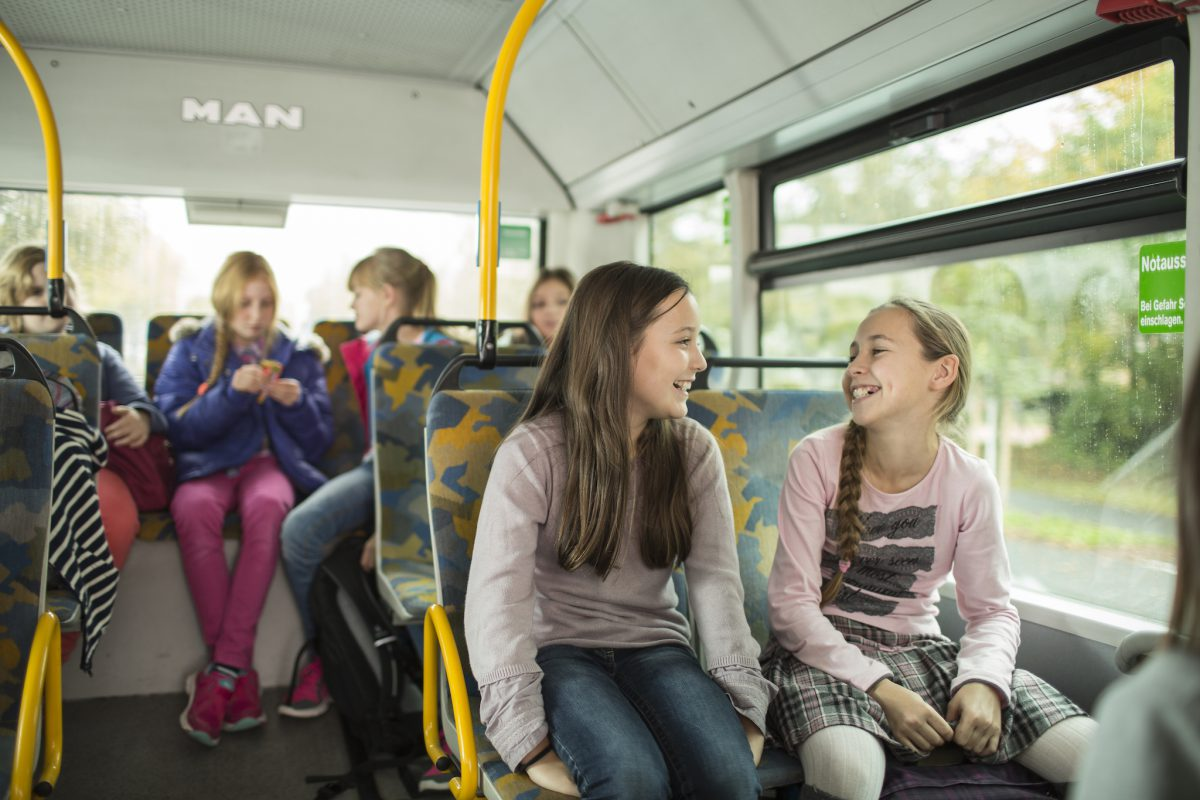 Sicher mit dem Bus zur Schule – mit den Sicherheits-Tipps der WVV. Foto: VVM