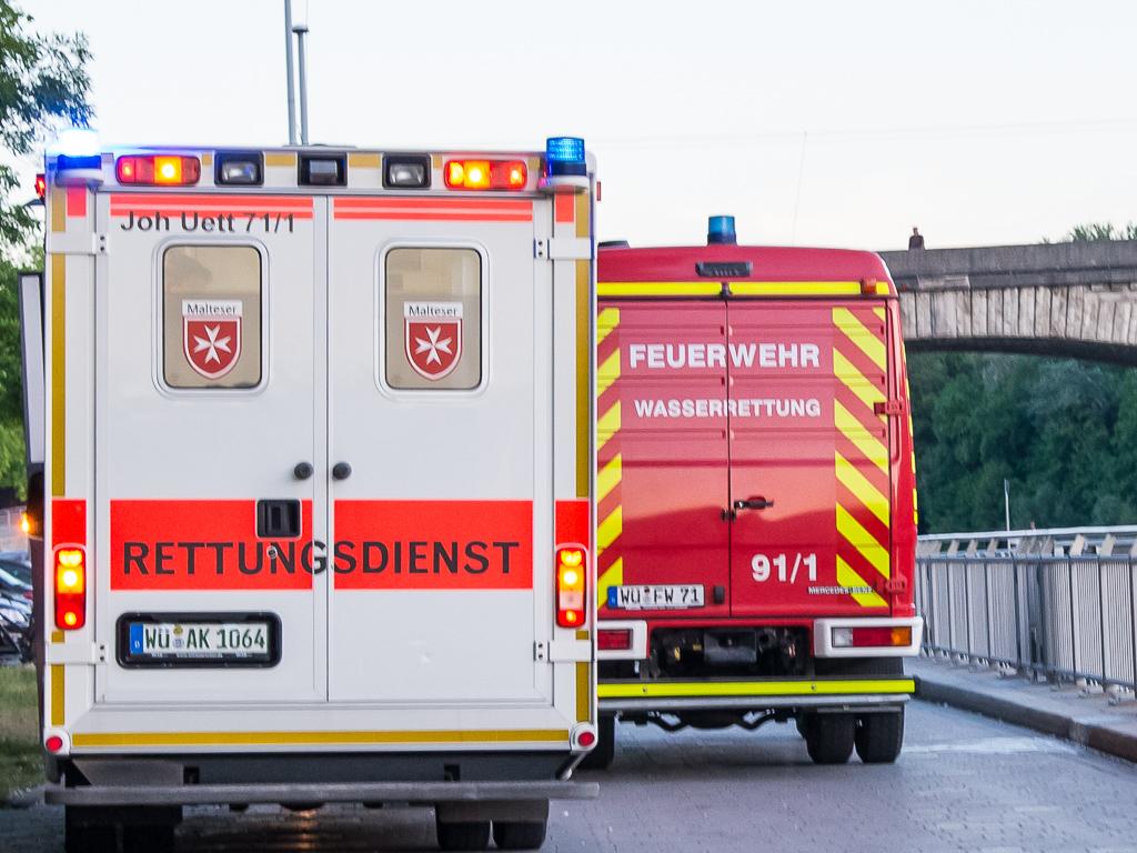 Rettungsdienst und die Wasserrettung der Feuerwehr - Foto: Pascal Höfig