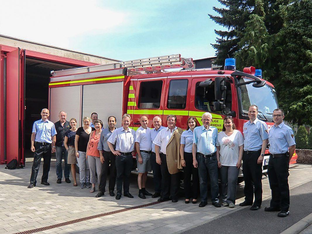 Die Stadträte bei der Besichtigung des Feuerwehrhauses in Rottenbauer. Foto: Stadt Würzburg