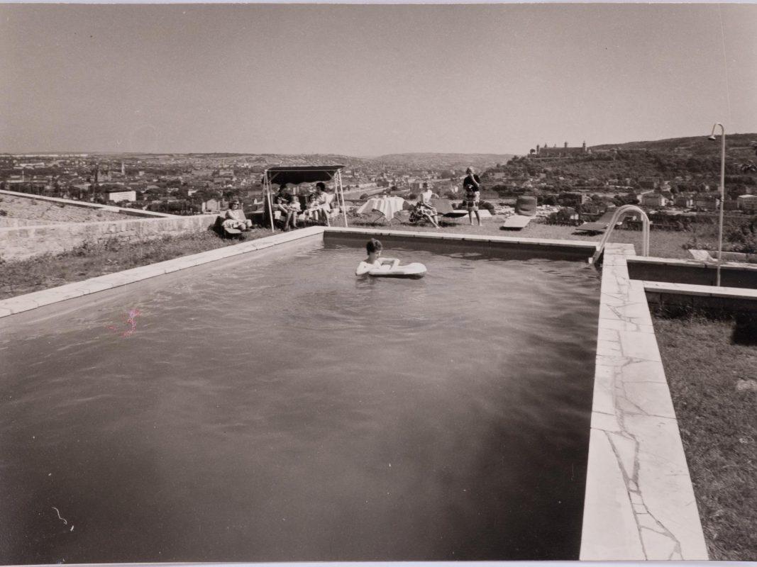 Das beheizbare Schwimmbad vor 1987. Archiv: Steinburg