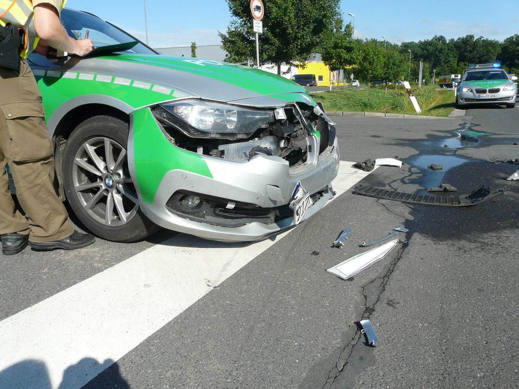 Unfall mit Streifenwagen in Kitzingen. Foto: Polizei