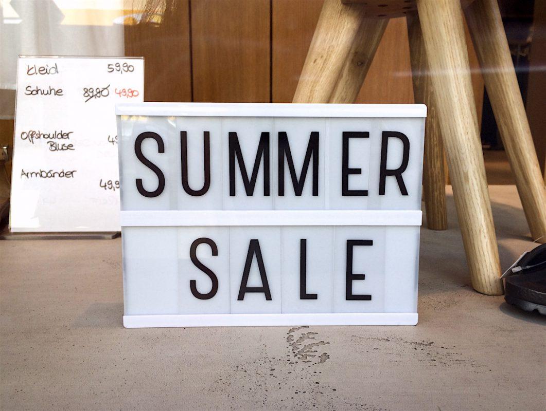 Überall Sommerschlussverkauf in Würzburg – Foto: Meliz Kaya