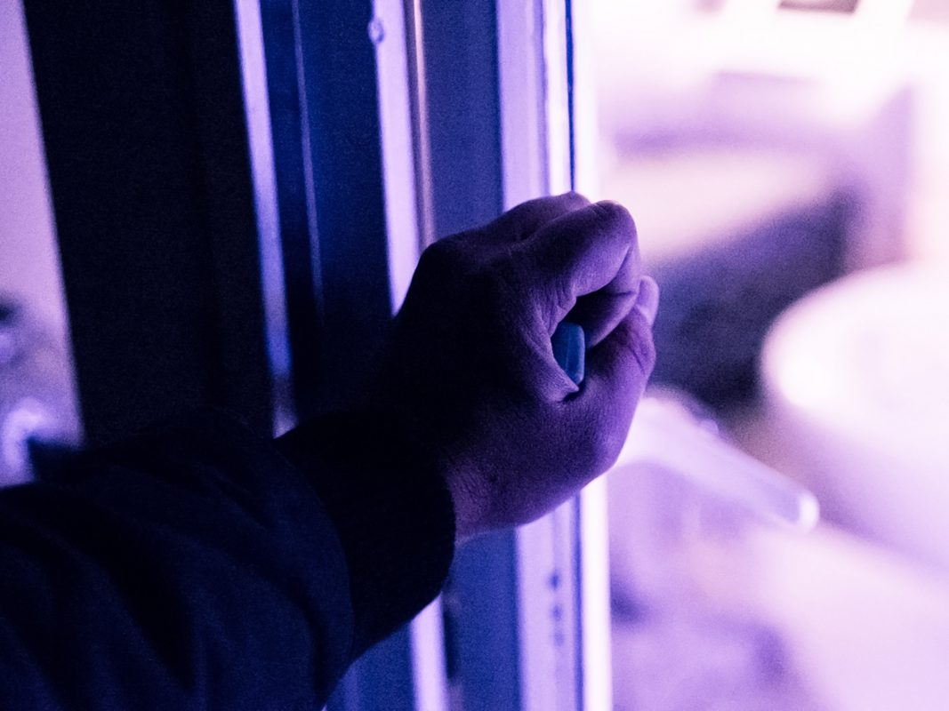 Einbrecher am Werk - Symbolfoto: Pascal Höfig