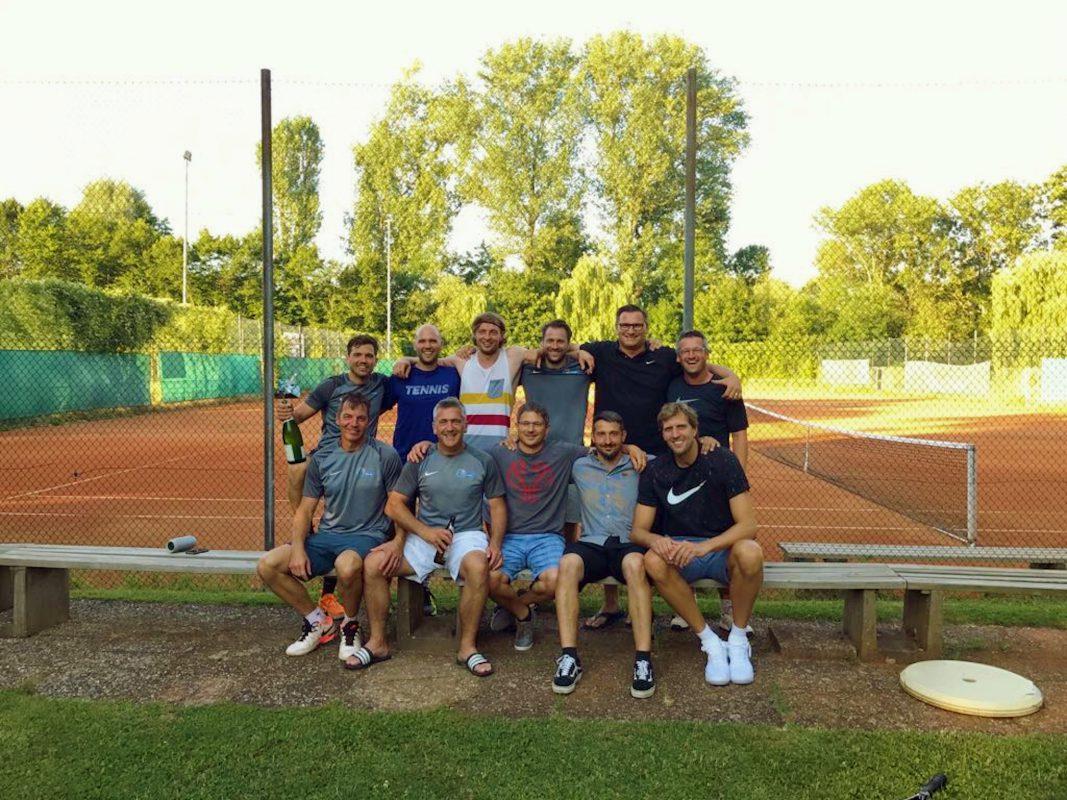 TG Würzburg mit Dirk Nowitzki ist Meister der Kreisklasse. Foto: TG Würzburg – Tennis