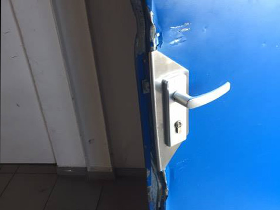 Die Täter brachen Türen in dem Gebäude in Heidingsfeld auf - Foto: Anonym