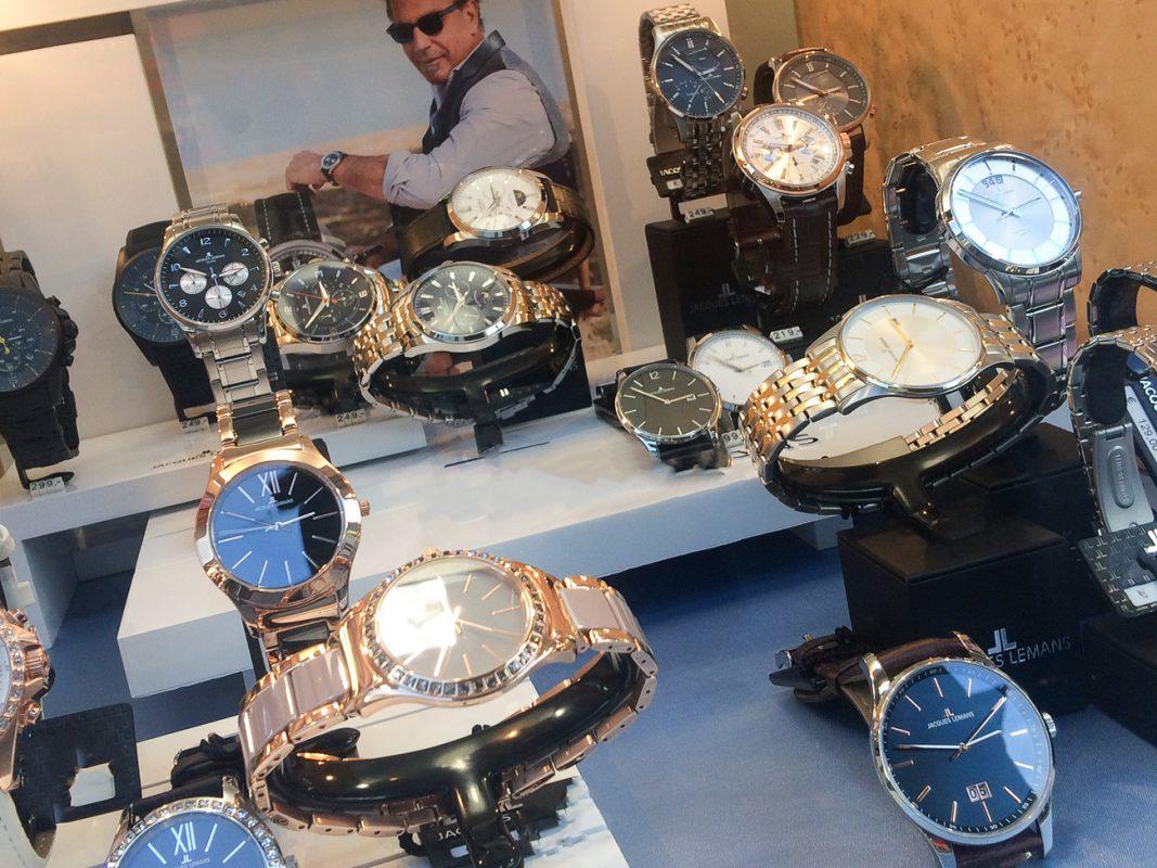 Auslage mit Uhren - Symbolfoto: Pascal Höfig