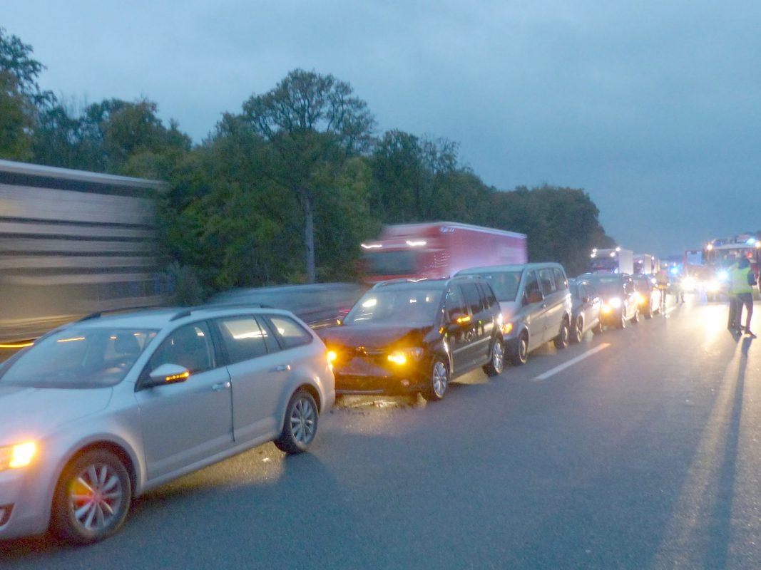 Bei den 12 Karambolagen entstand ein Gesamtschaden von rund 46.000 Euro. Verletzt wurde zum Glück niemand. Foto: VPI Würzburg-Biebelried
