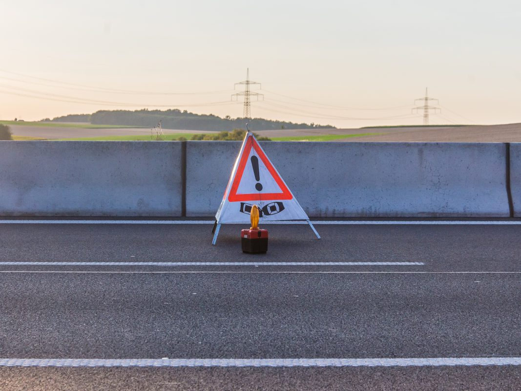 Warnschild Unfall - Symbolbild: Pascal Höfig
